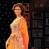 Esha Gupta Manish Malhotra Fashion show