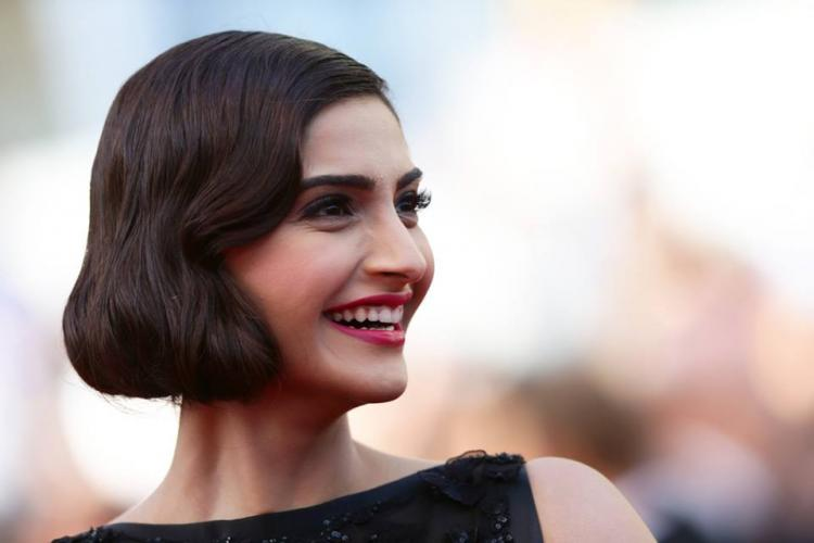 Sonam Kapoor Cannes 2014 red carpet fashion Elie Saab