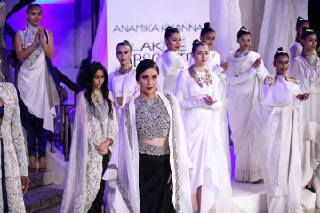 Kareena Kapoor Anamika Khanna Lakme Fashion Week 2015