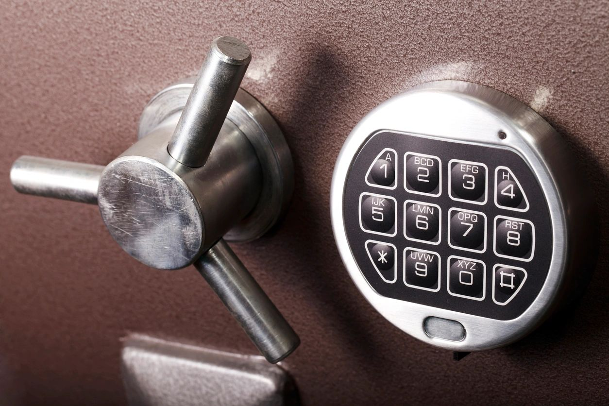 Safe lock with spinner handle and number pad