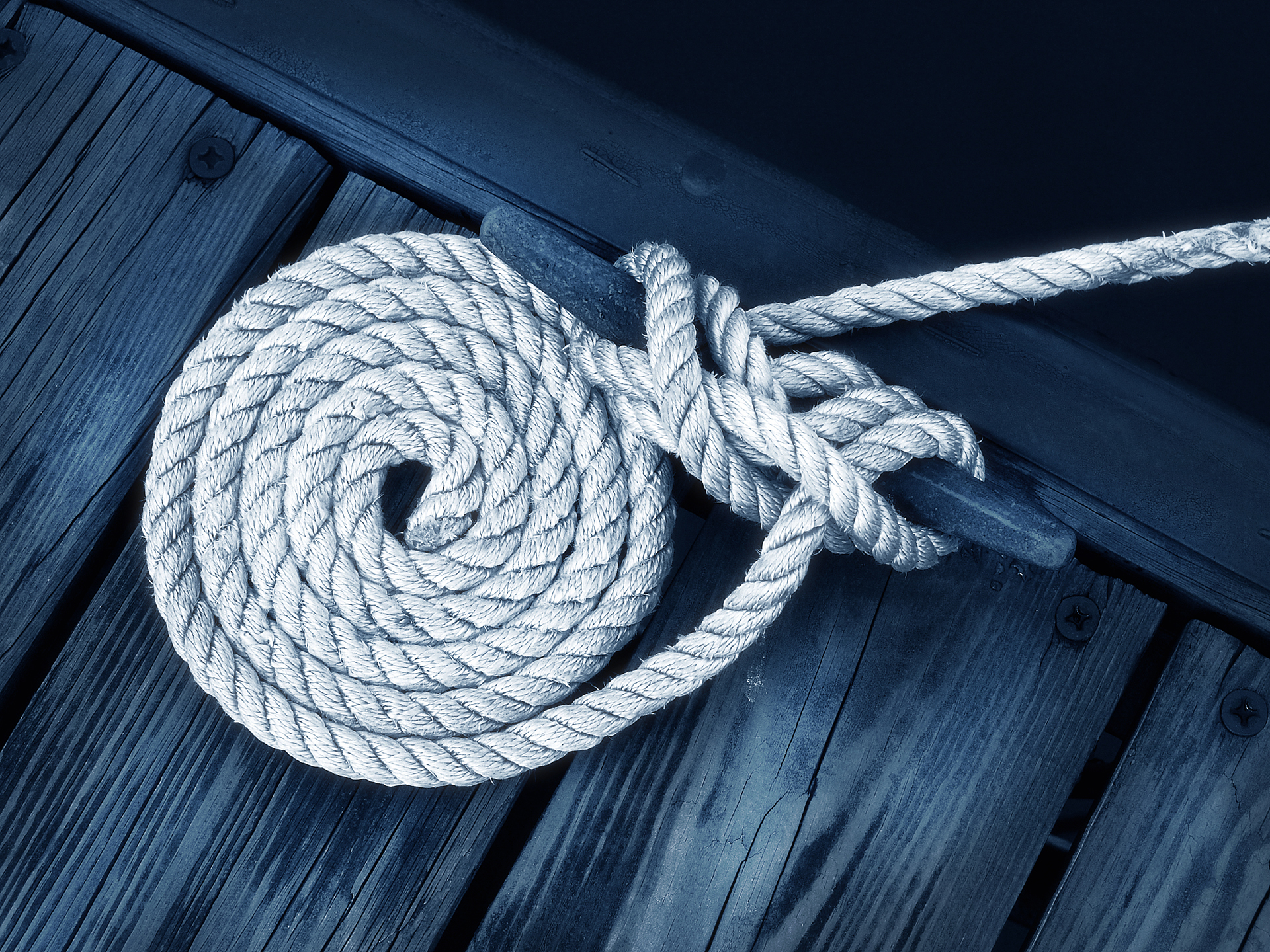 white boater's rope on dock