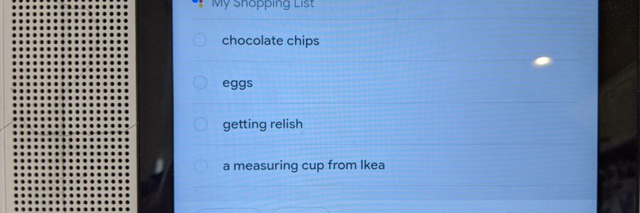 Lenovo Smart Display showing my Shopping List with Google Asssistant