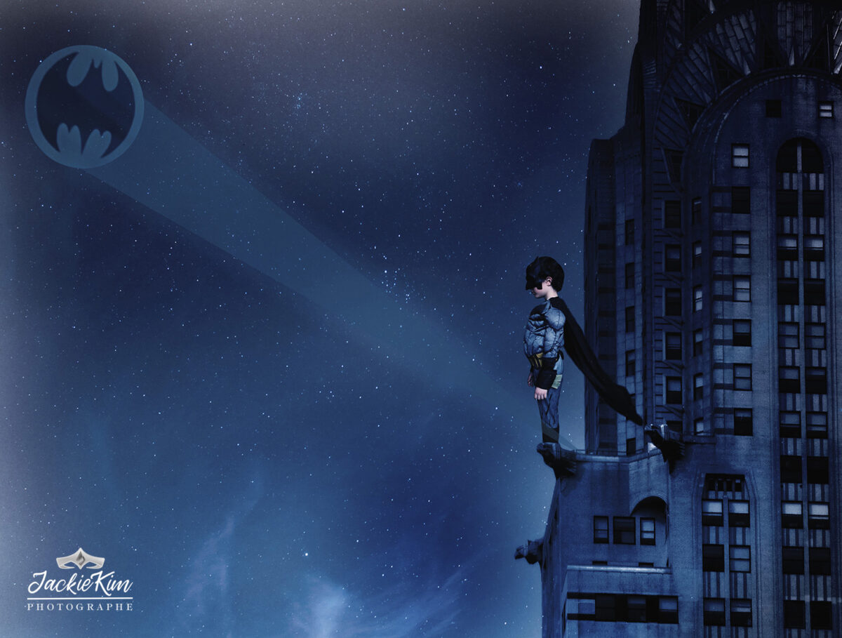 batman en haut de l'empire State building a New York