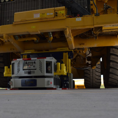 Precisely move under front or rear axles of trucks. The Titan220  has an extreamly low profile.