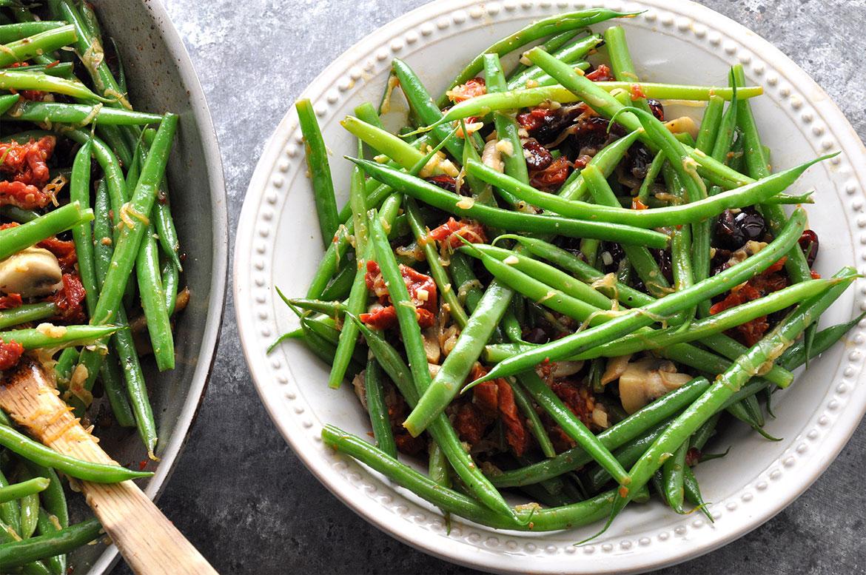 炒味道的嫩绿的青豆