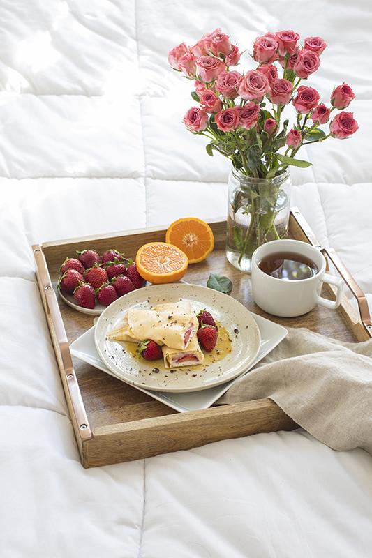 草莓薄饼配小焦糖 简单的早午餐或早餐