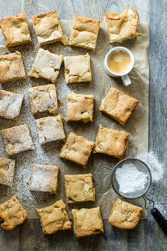 20+ Amazing Apple Recipes for the Fall l caramel apple blondies