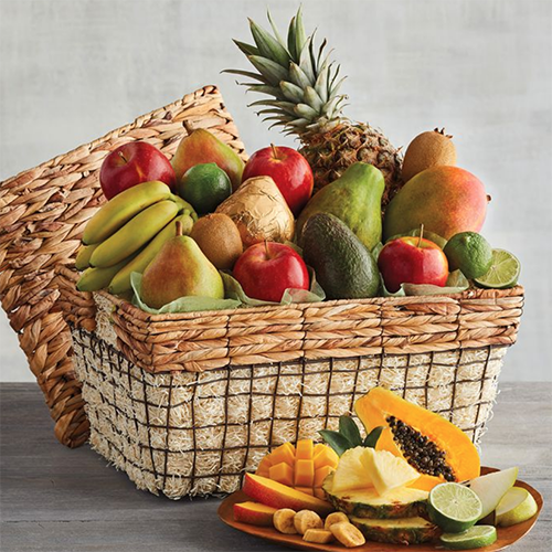2018 Gift Guide for Food Lovers l deluxe fresh fruit basket