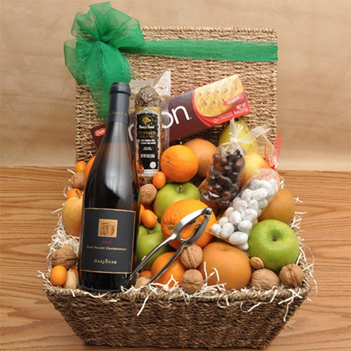 2018 Gift Guide for Food Lovers l darioush fruit and wine basket