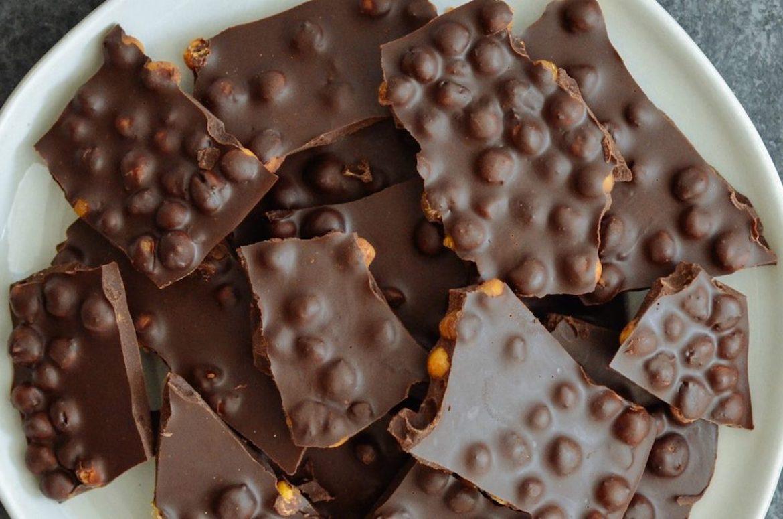 健康的零食想法,黑巧克力小吃,鹰嘴豆小吃