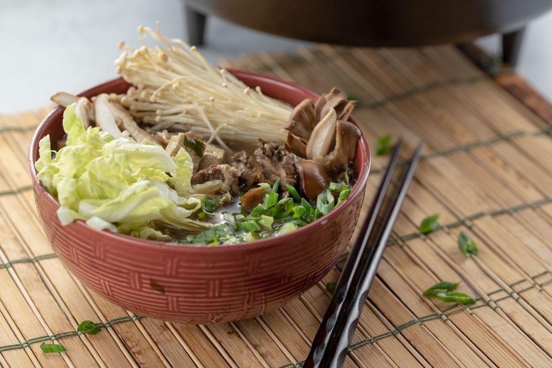 simple sukiyaki, sukiyaki, sukiyaki recipe, asian inspired cuisine, asian cuisine