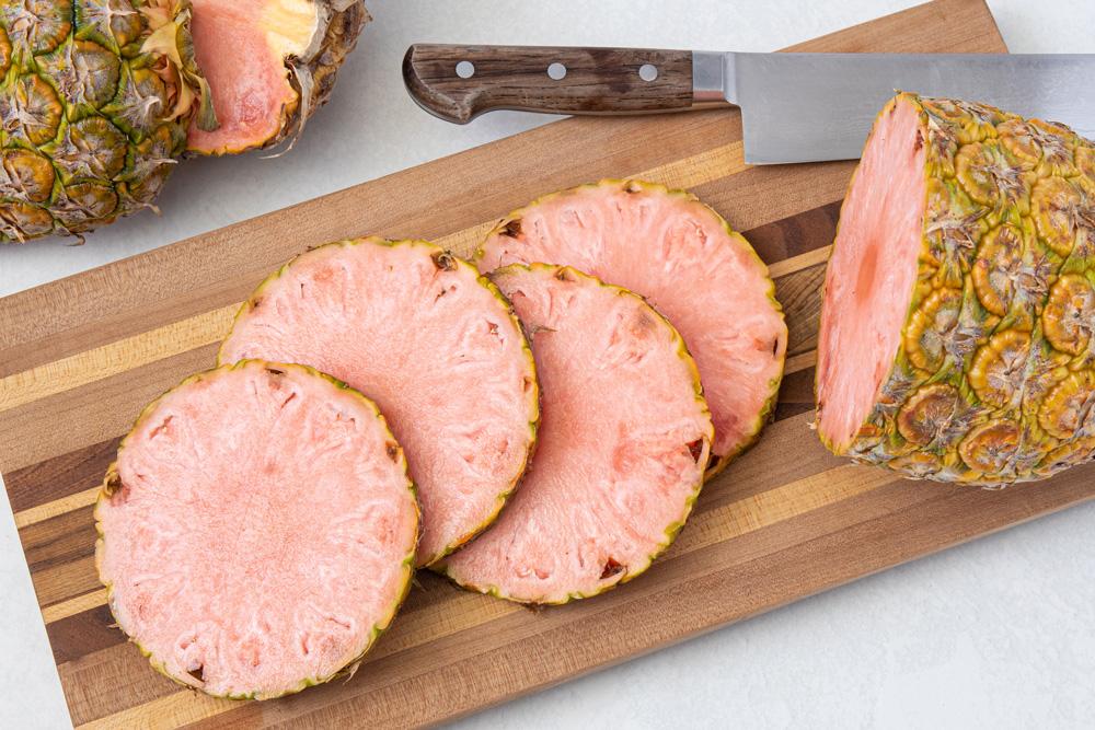 粉红色的菠萝切成切柏林赫塔亞博片