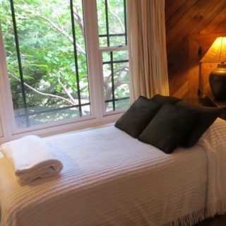 My Roundette single bed - The Cove at Fairview - Vacation Rentals - Asheville, NC