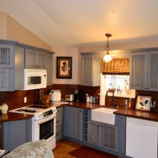My Roundette has a fully equipped kitchen - The Cove at Fairview - Vacation Rentals - Asheville, NC