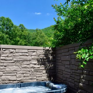 My Roundette hot tub - The Cove at Fairview - Vacation Rentals - Asheville, NC