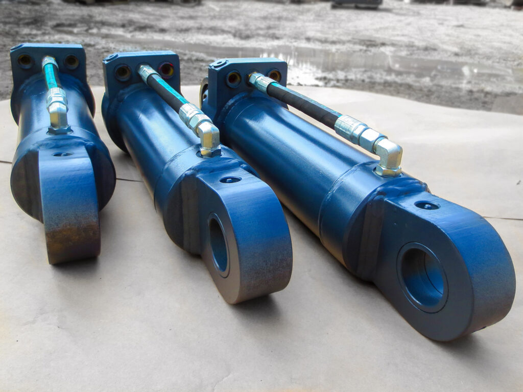 Hydraulic cylinders for heavy equipment