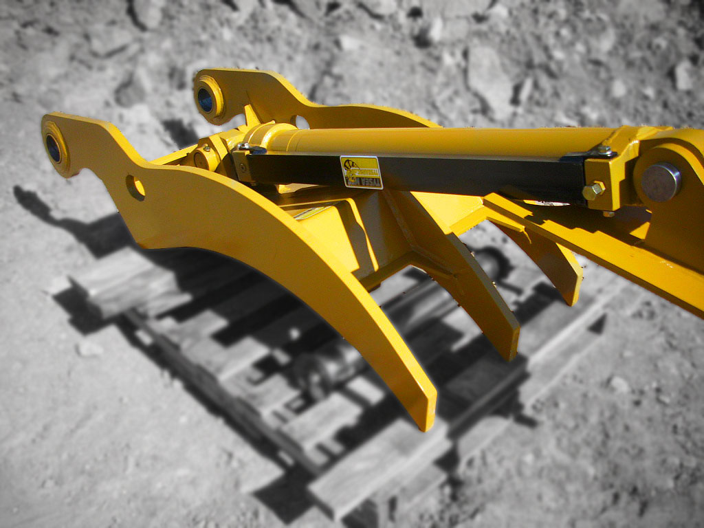 Excavator thumb featuring a Red Raven Hydraulic Cylinder.