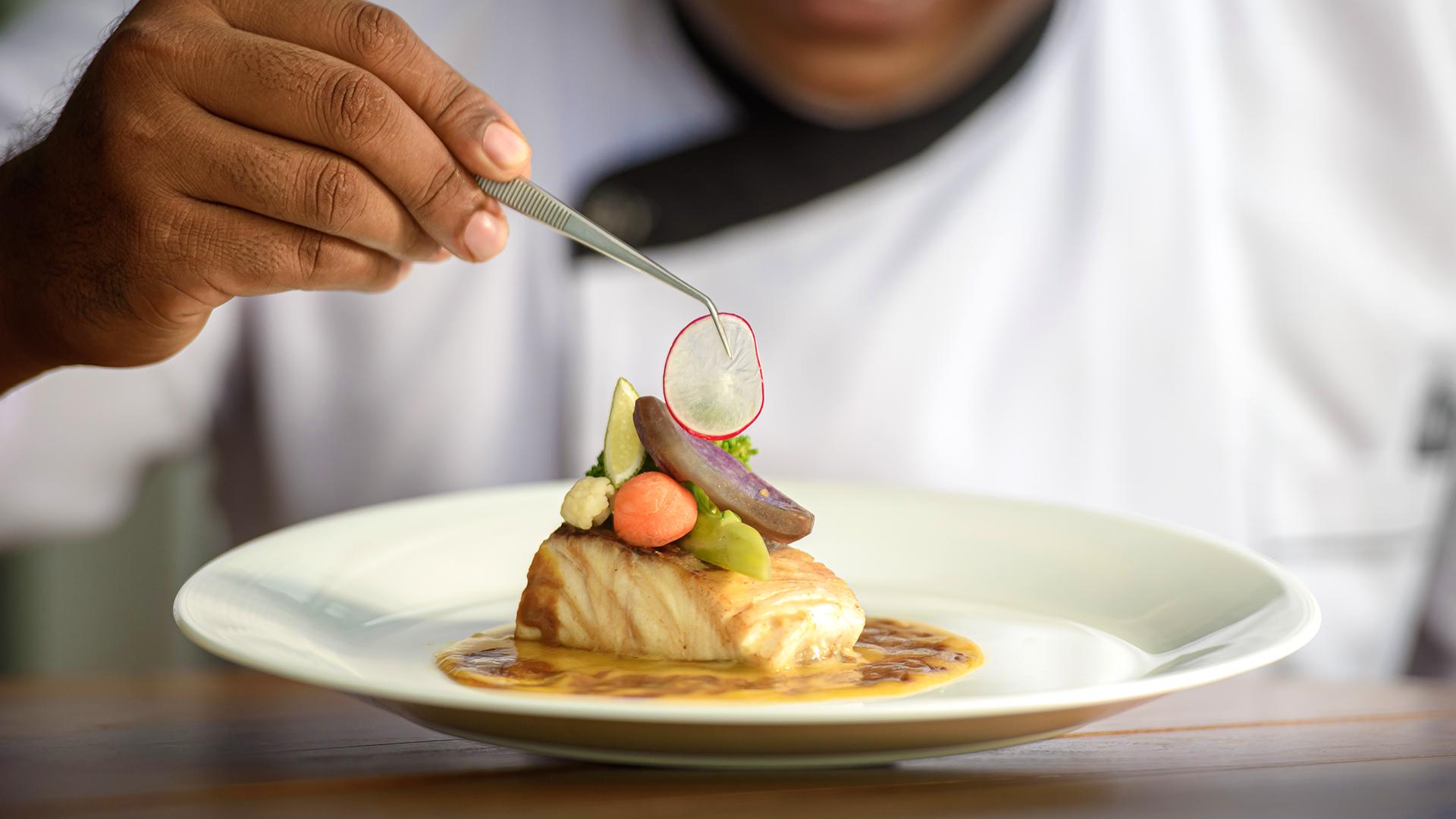 dining dish plating chef