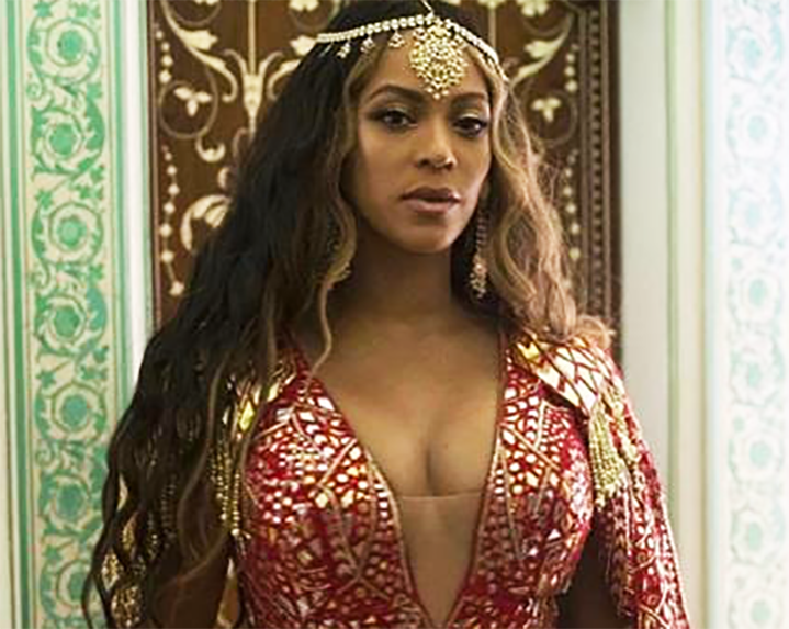 BEYONCE WEARS and PERFORMS IN STUNNING KHOSLA JANI GOWN