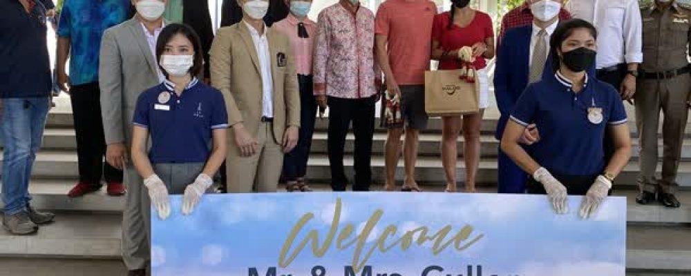 Phang Nga welcomes foreign tourist couple from Phuket Sandbox project