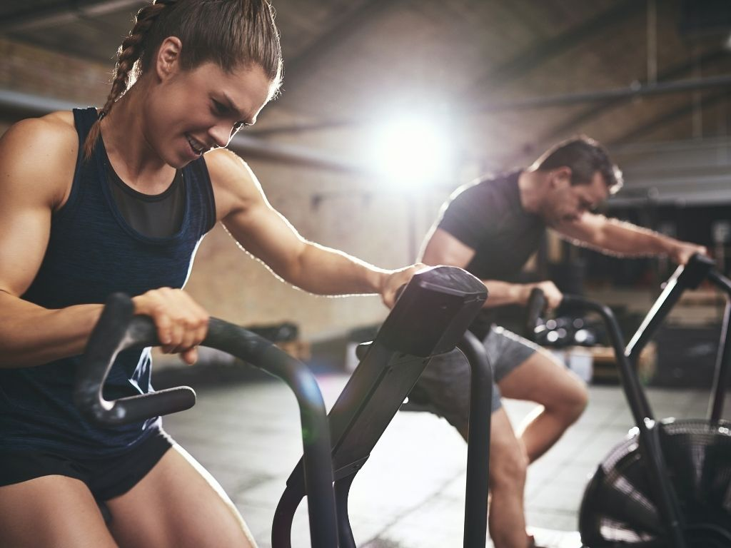 Sportive people doing cardio in the gym