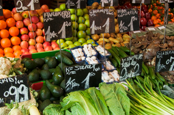 staying vegan on vacation tips and tricks