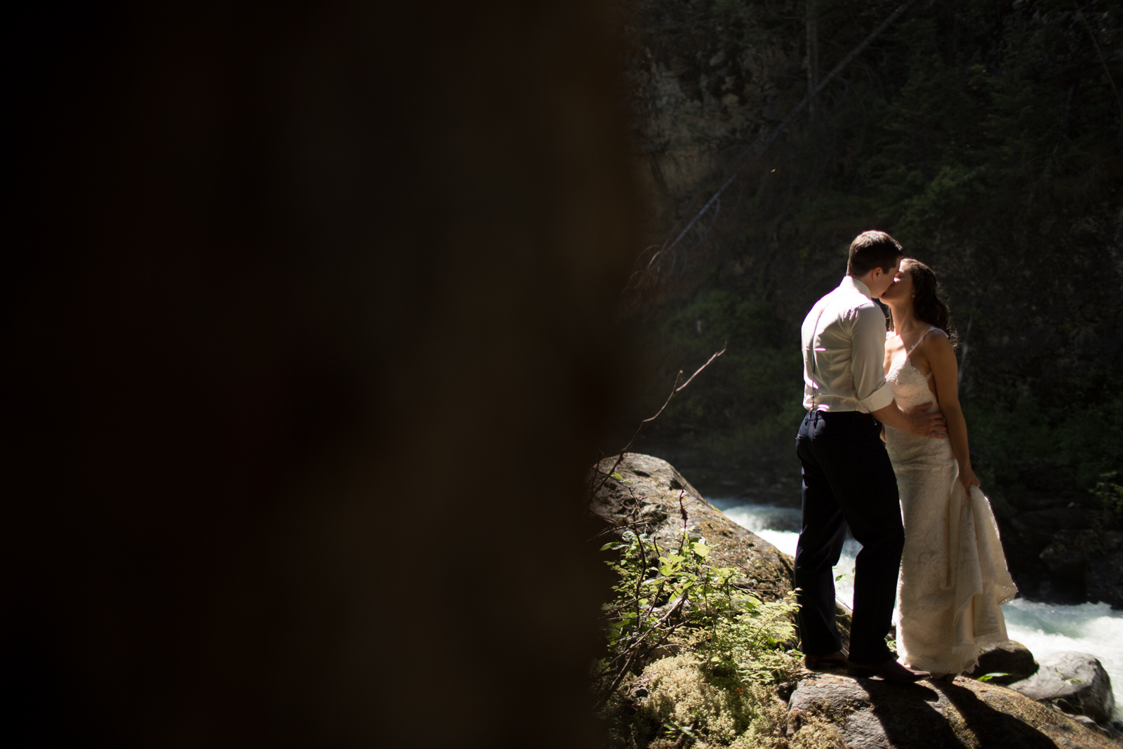43Andrew_Pavlidis_Photography_Jess_and_Tristan_Revelstoke_Elopement_Calgary_Wedding_Photographer-8173
