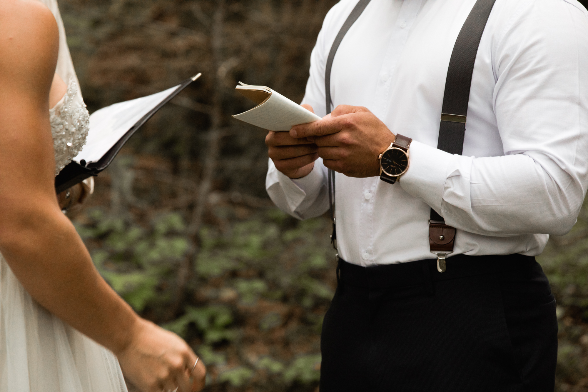 reading vows at elopement