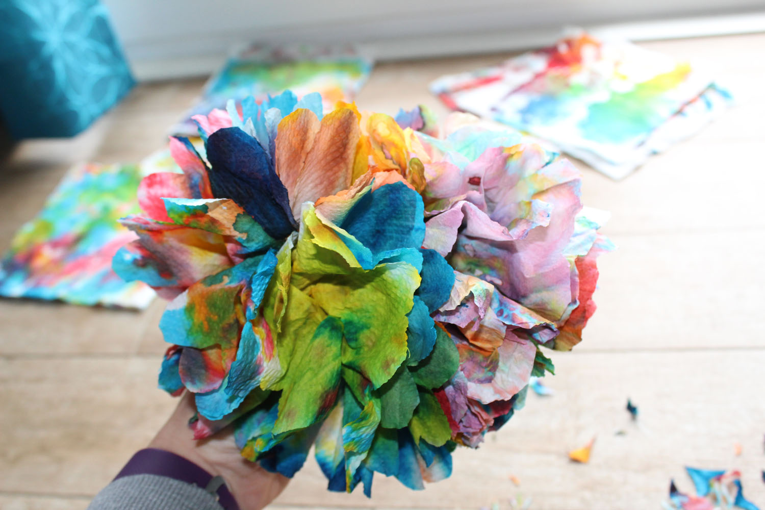 Tutorial – How to make Paper towel flowers