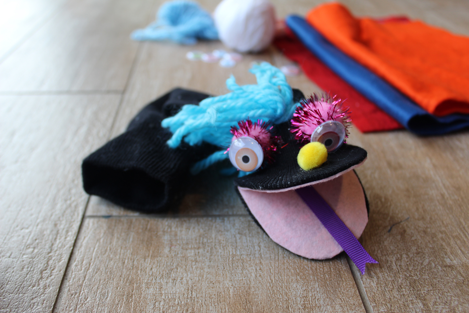 Tutorial – How to make Sock Puppets