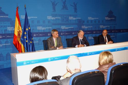 """Arias Cañete muestra su satisfacción por un acuerdo pesquero """"muy beneficioso para la flota española y que refuerza las buenas relaciones con Marruecos"""""""