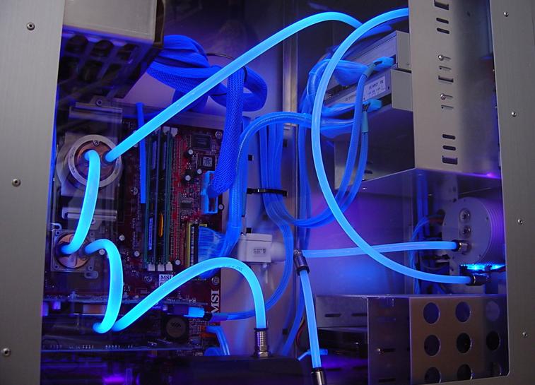 Desarrolló innovador vía de enfriamiento líquido para computadoras