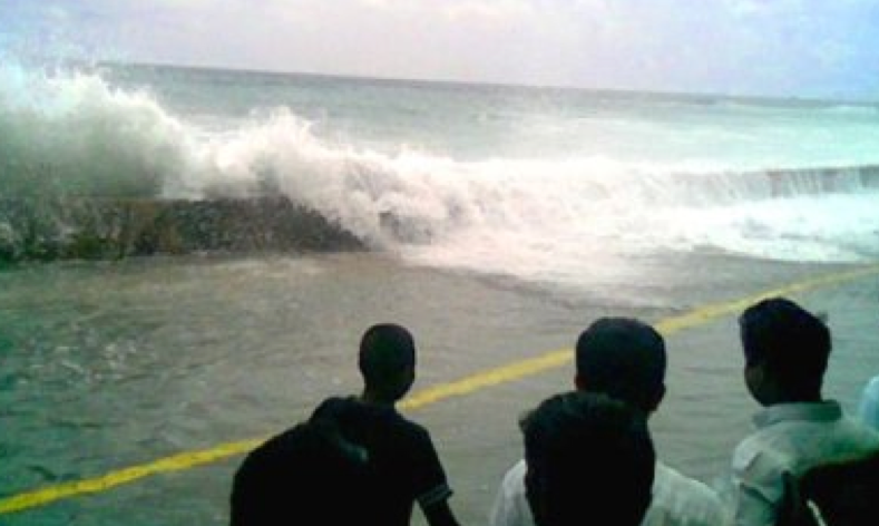 El tsunami que golpeó Malé en las Maldivas el 26 de diciembre, de 2004.