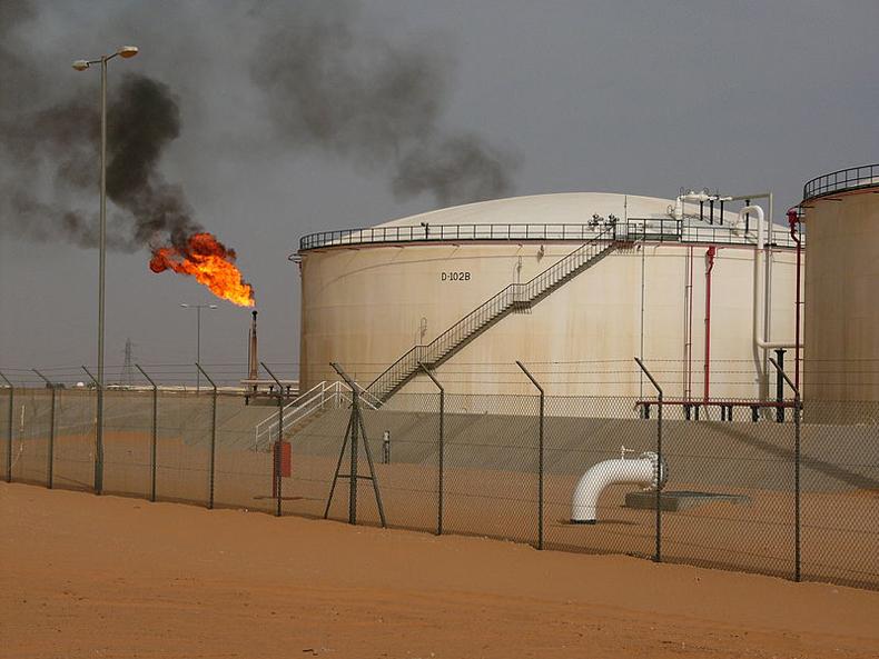 El precio del petróleo crudo se replegó a menos de $99