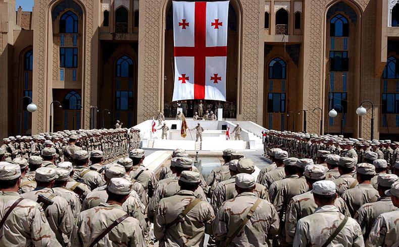Hagel visita cerca de Tbilisi a infantes de marina de EE.UU. y tropas georgianas