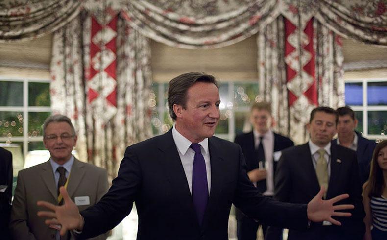 Cameron exhorta a la paz en su primera visita a Israel