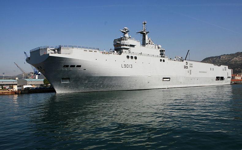 Francia entrega un buque de guerra a Rusia