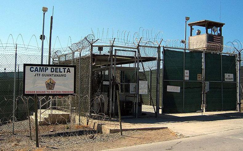 Los EE.UU. transfieren a Uruguay a seis detenidos de Guantánamo