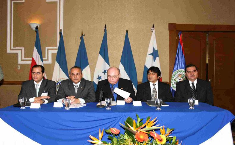 PARLACEN: El gobernador de Chiapas condecorado por su servicio publico
