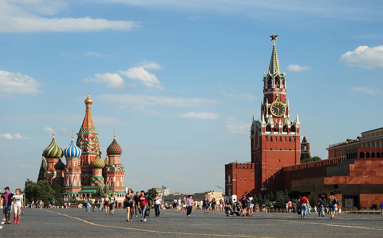 Rusia prohíbe las importaciones de alimentos occidentales y amenaza con prohibir los sobrevuelos