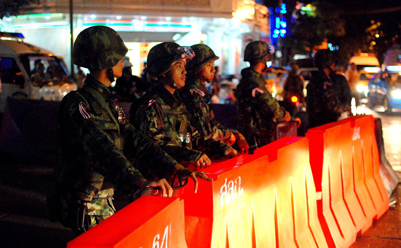 Tailandia bajo ley marcial mientras estalla el caos