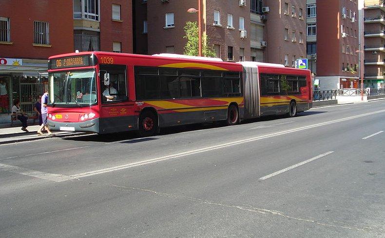Tecnalia diseña una aplicación que ayuda a las personas mayores a moverse en transporte público