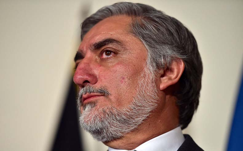 El candidato presidencial afgano Abdullah se adjudica la victoria en una elección prolongada