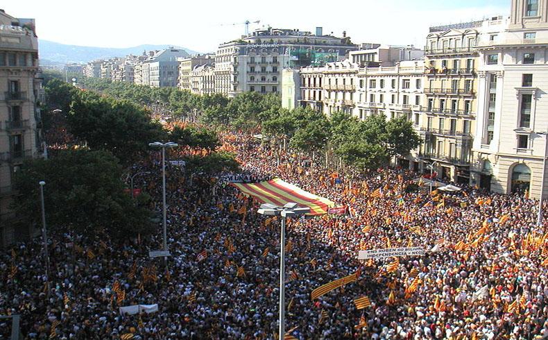 Los catalanes votan sobre la independencia en un escrutinio no vinculante