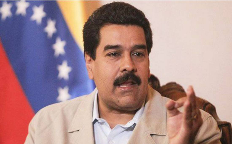 Opositores venezolanos saludan a Maduro por Navidad y otros piden su renuncia