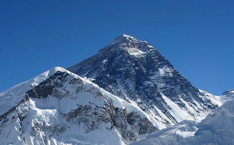El saldo fatal de las avalanchas en Nepal llega a más de 40