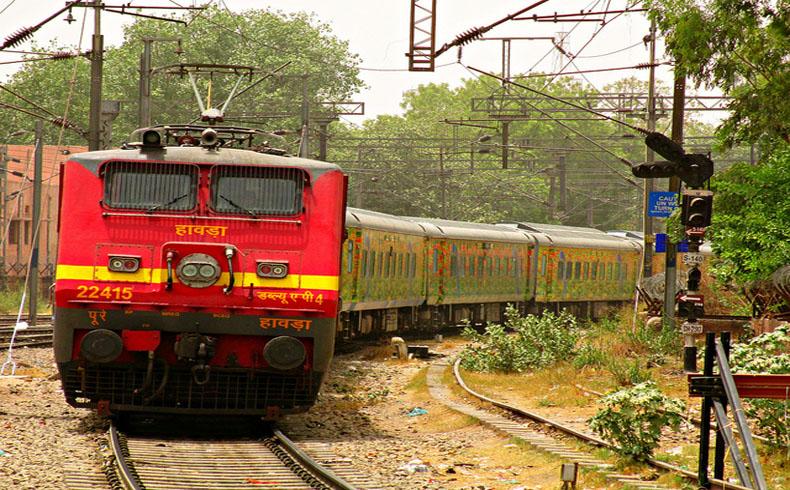 12 muertos y 45 heridos en una colisión de trenes en la India
