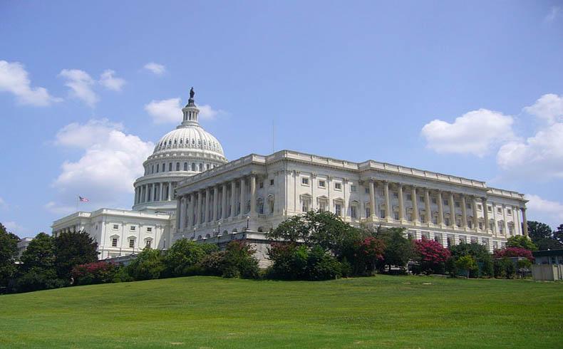 Congreso de EE.UU. vota a favor de imposibilitar la admisión de refugiados sirios