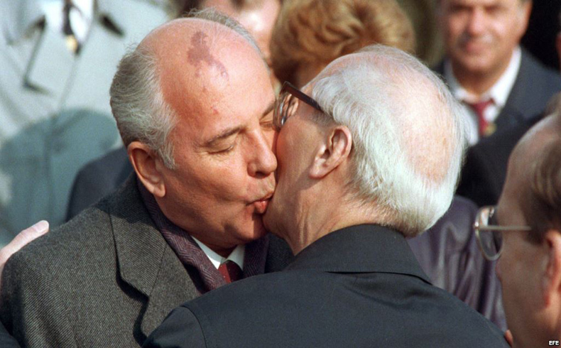Gorbachev y Shevarnadze pidieron a Honecker que tumbara el muro de Berlín