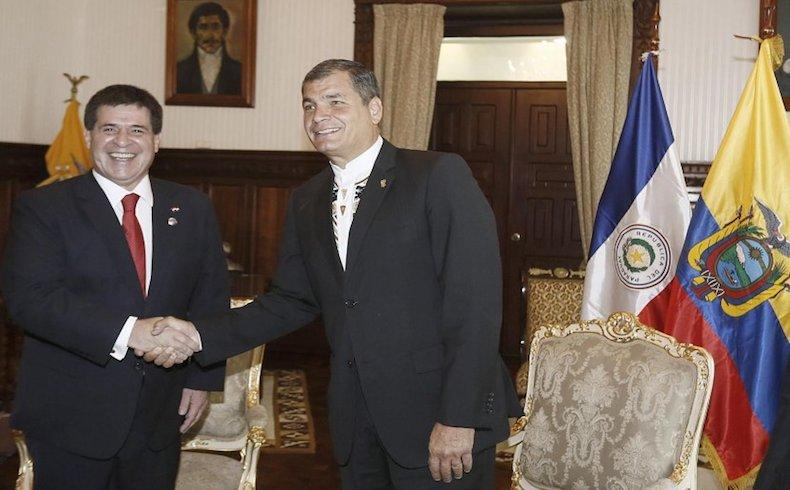 """La experiencia del Murcielago: Delegacion Paraguaya desprestigia el """"sagrado simbolo patrio"""" en visita oficial de Quito"""